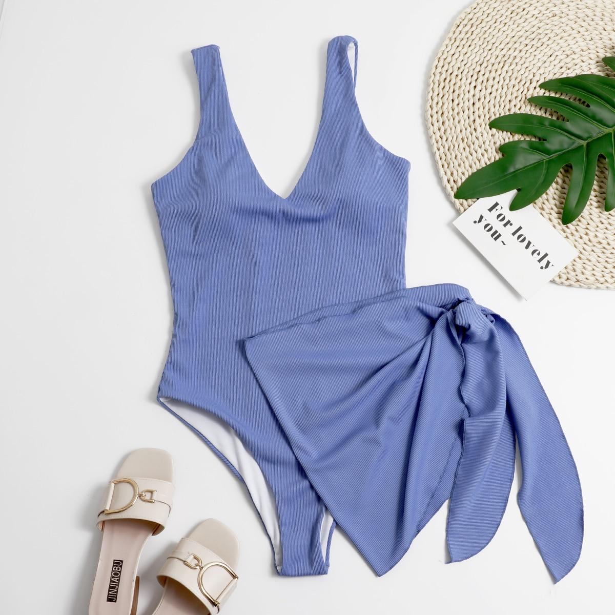 Слитный купальник и пляжная юбка в рубчик