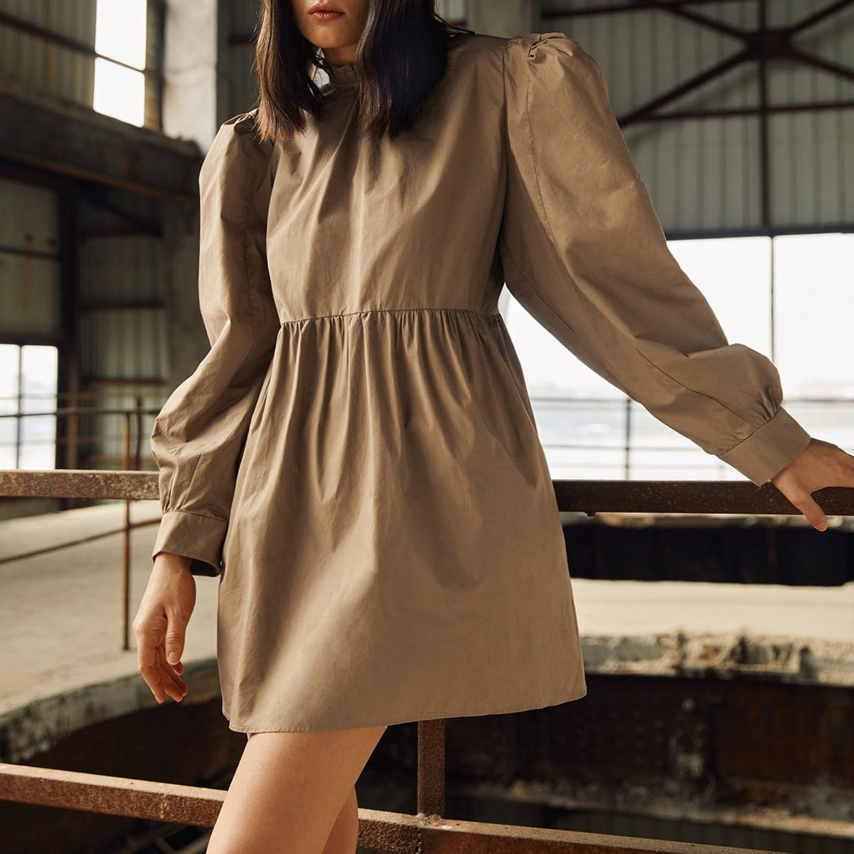 Платье с пышным рукавом и узлом сзади