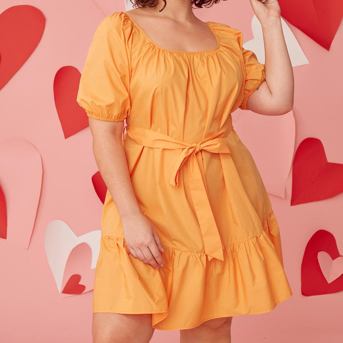 Платье размера плюс с пышным рукавом и поясом