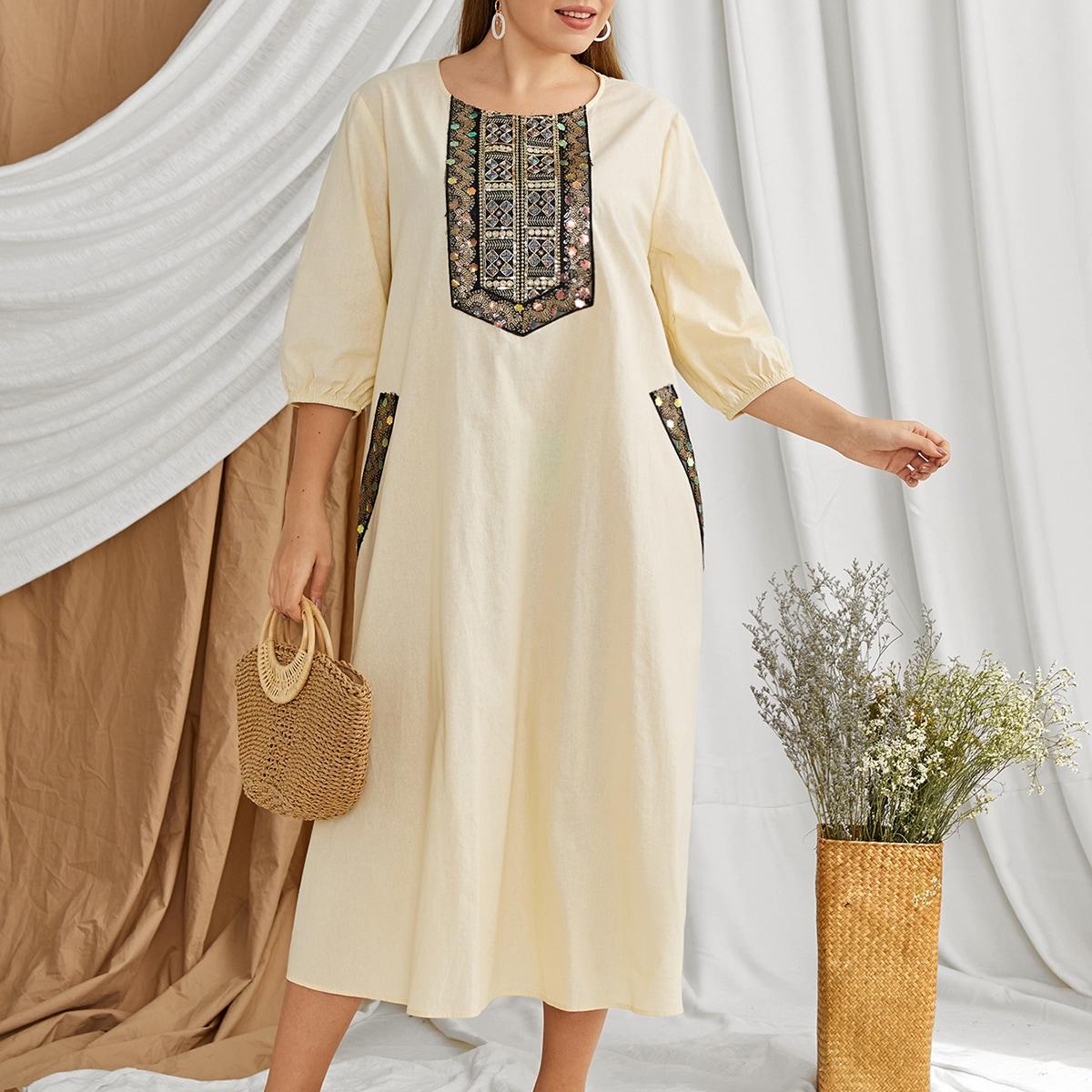 Контрастное платье размера плюс с рукавами-фонариками