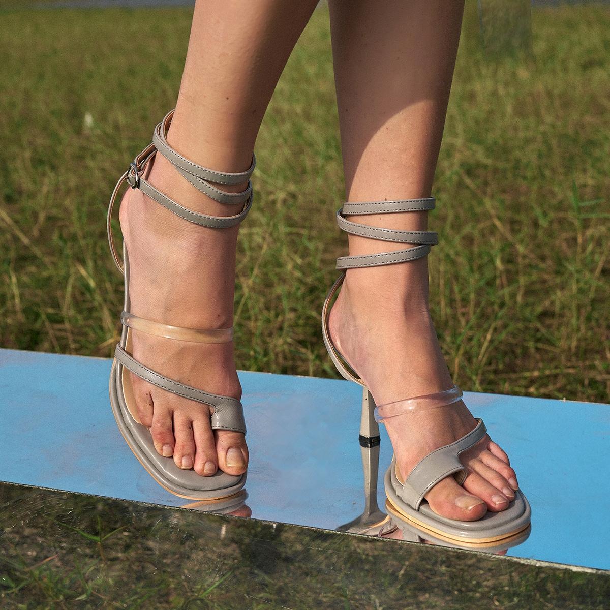 Сандалии на высоком каблуке