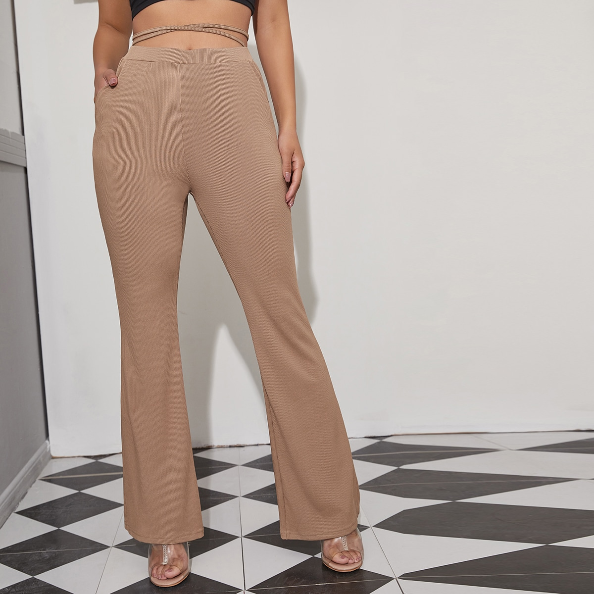 Вязаные брюки-клеш в рубчик