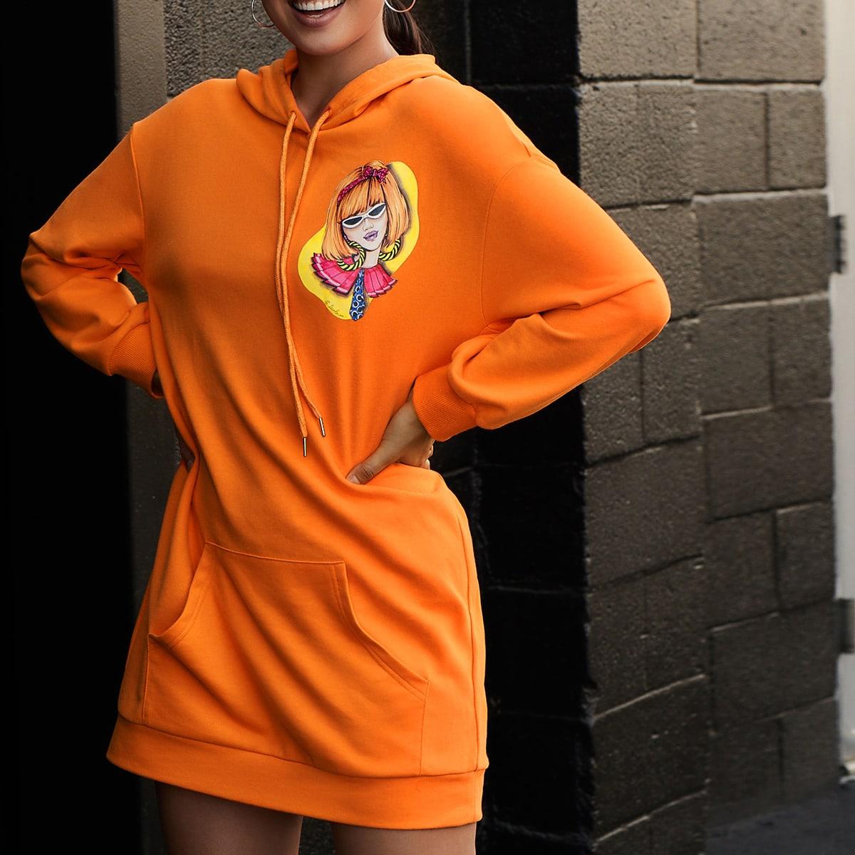 Неоново-оранжевое платье с капюшоном