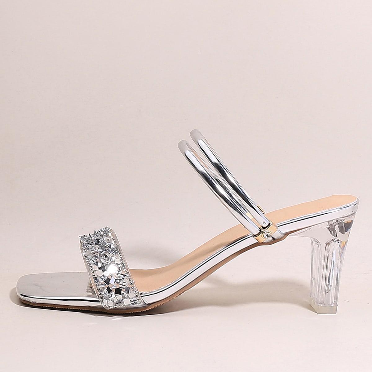 Сандалии на массивном каблуке со стразами