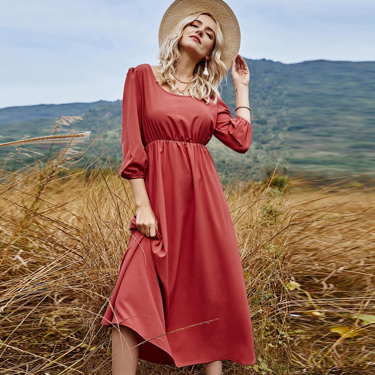 Платье с высокой талией и пышным рукавом