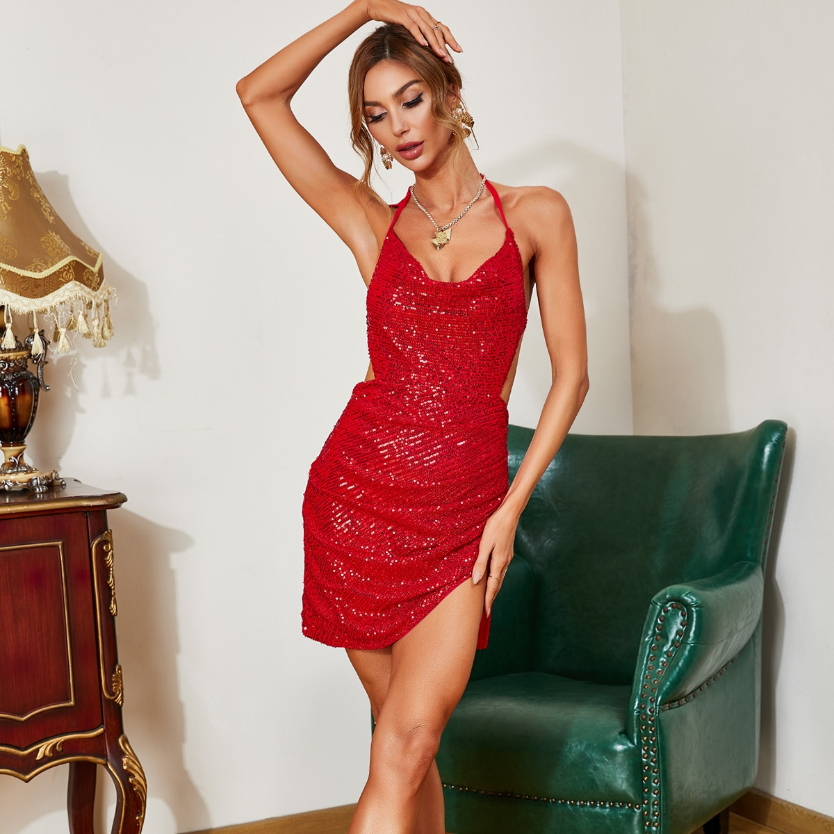 Асимметричное платье с открытой спиной