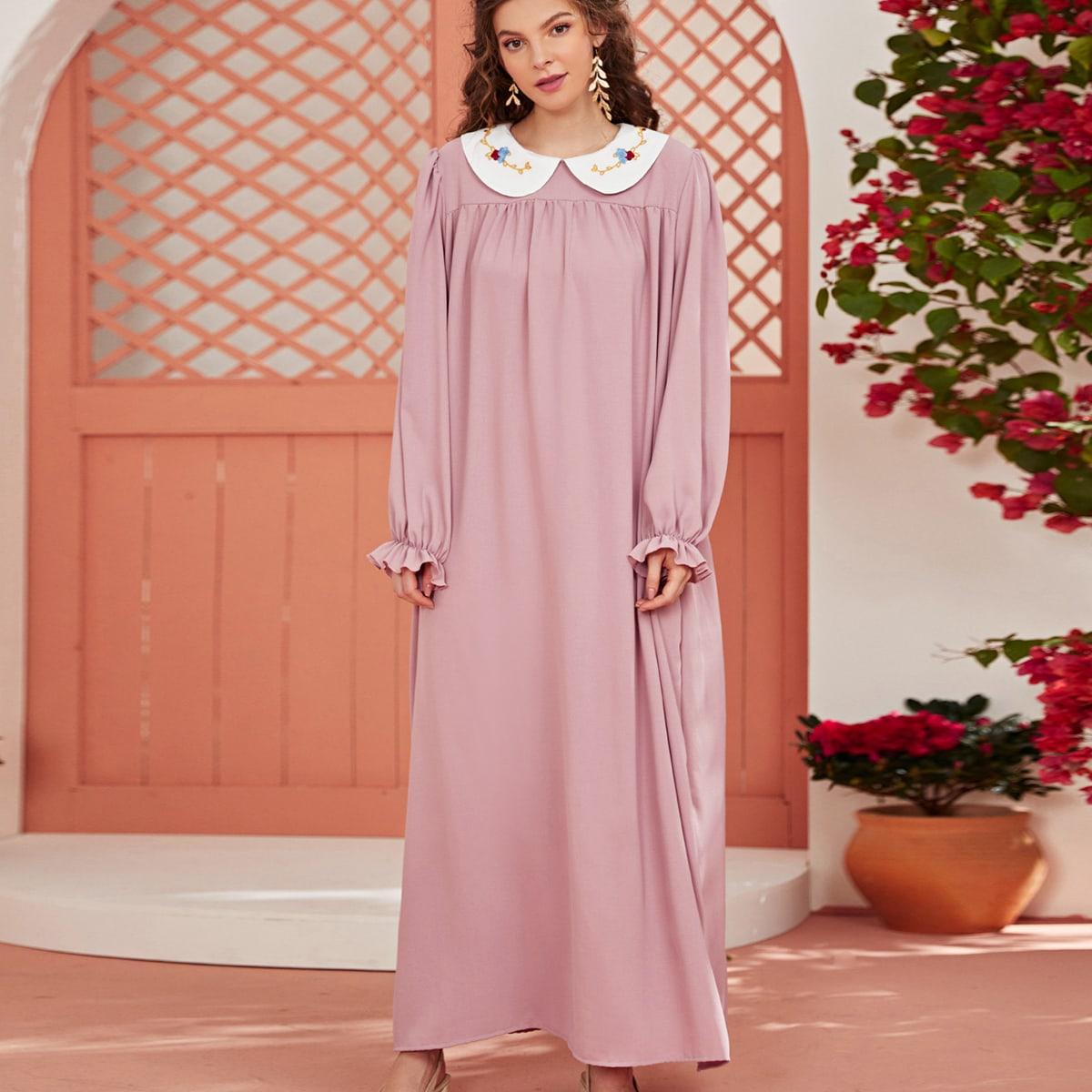 Платье с оригинальным рукавом и вышивкой
