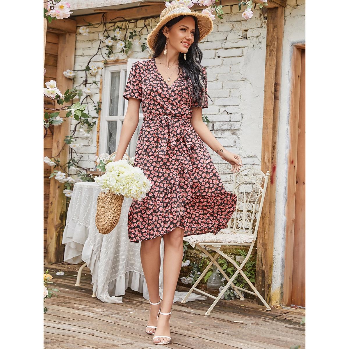 Платье с цветочным принтом и оборкой по цене 1 130