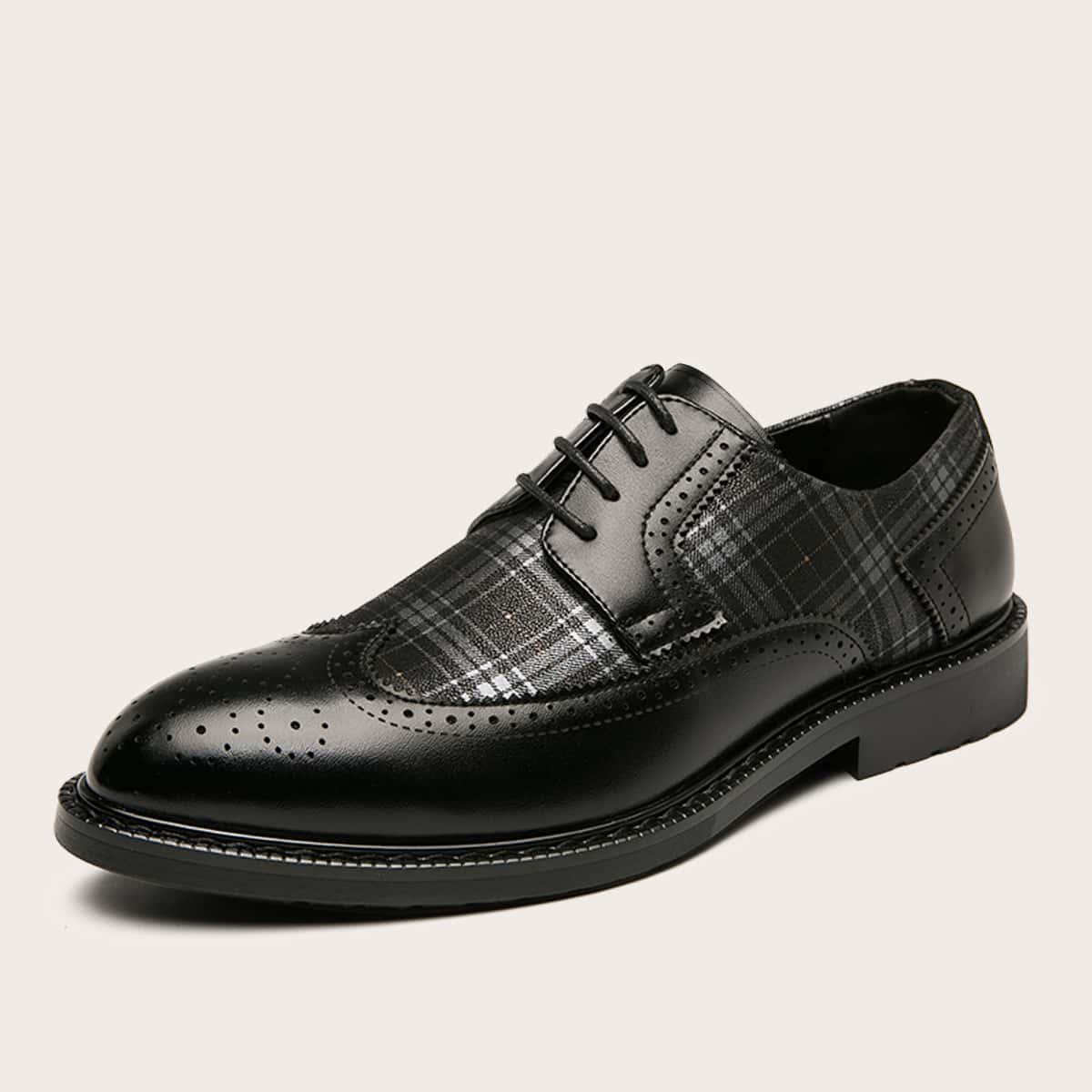 Мужские официальные туфли в клетку на шнурках