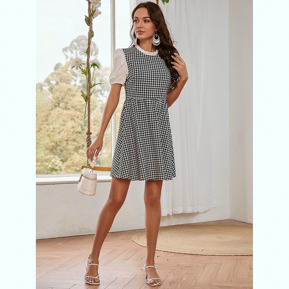 Платье с пышным рукавом и узором