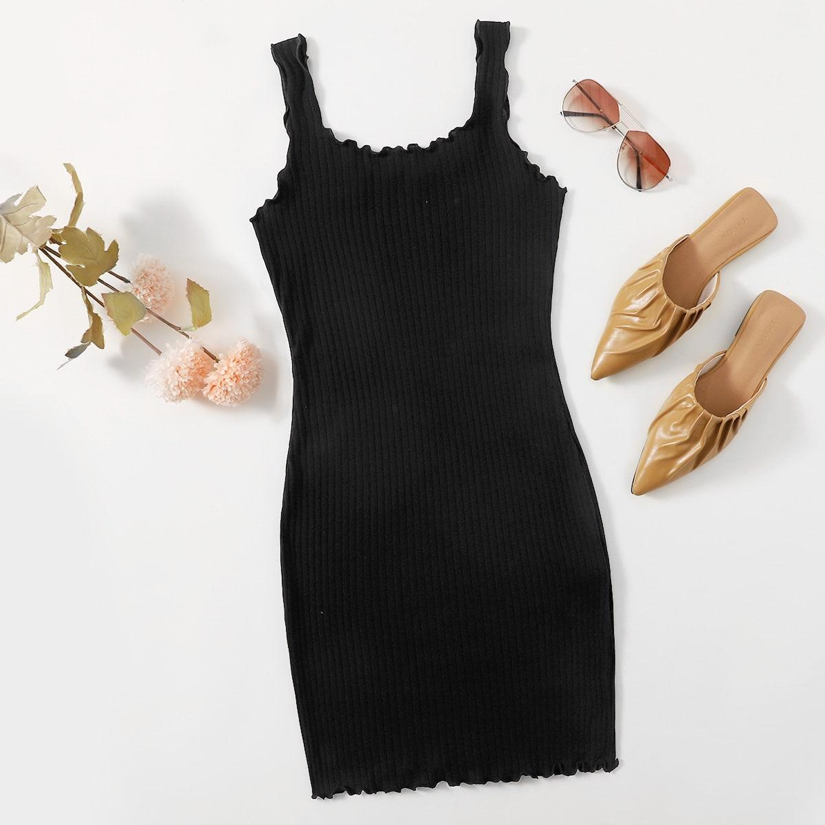 Вязаное облегающее платье размера плюс в рубчик с волнистым краем