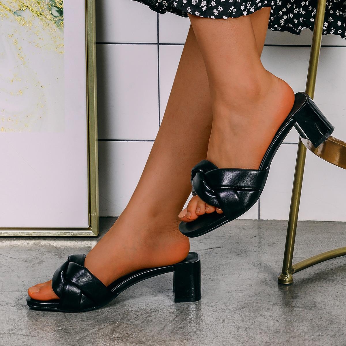 Плетеные сандалии на массивном каблуке