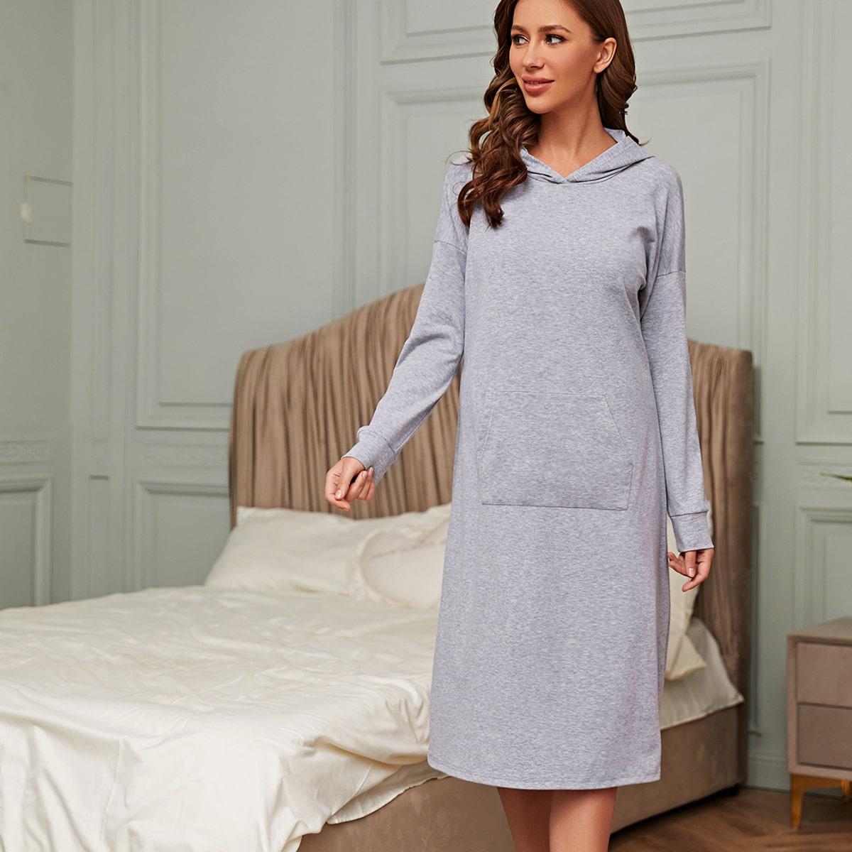 Однотонное домашное платье с капюшоном