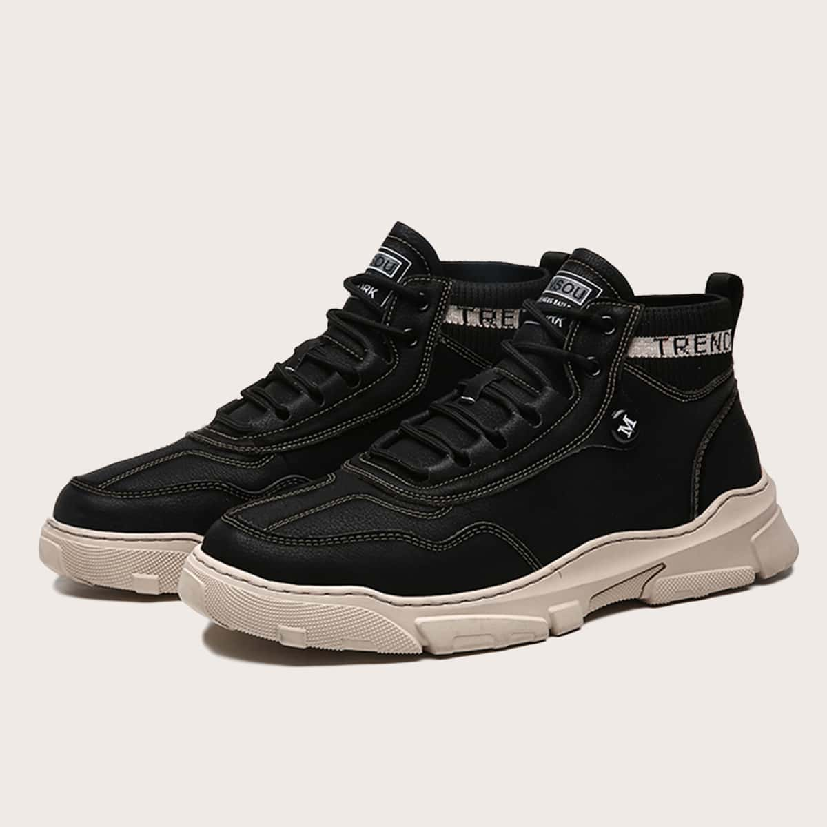 Мужские ботинки с текстовым принтом на шнурках