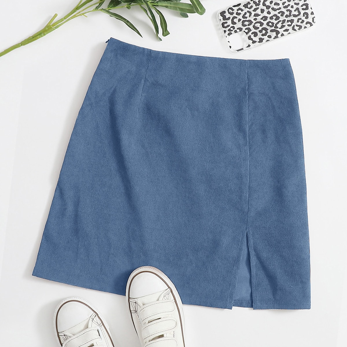 Вельветовая юбка мини с разрезом