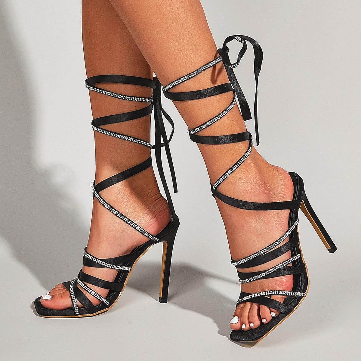 Атласные сандалии на шпильках со стразами