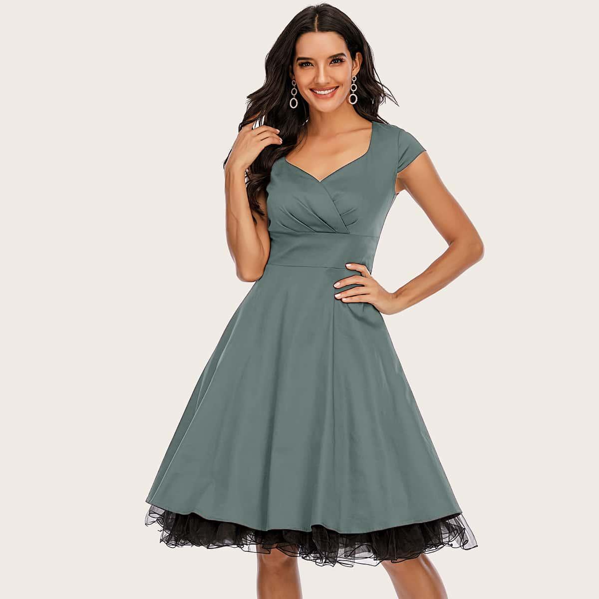 Платье с воротником-сердечком без нижней юбки