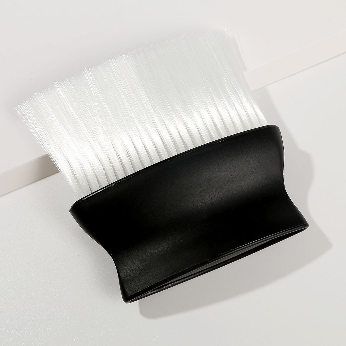Щетка для чистки стрижки