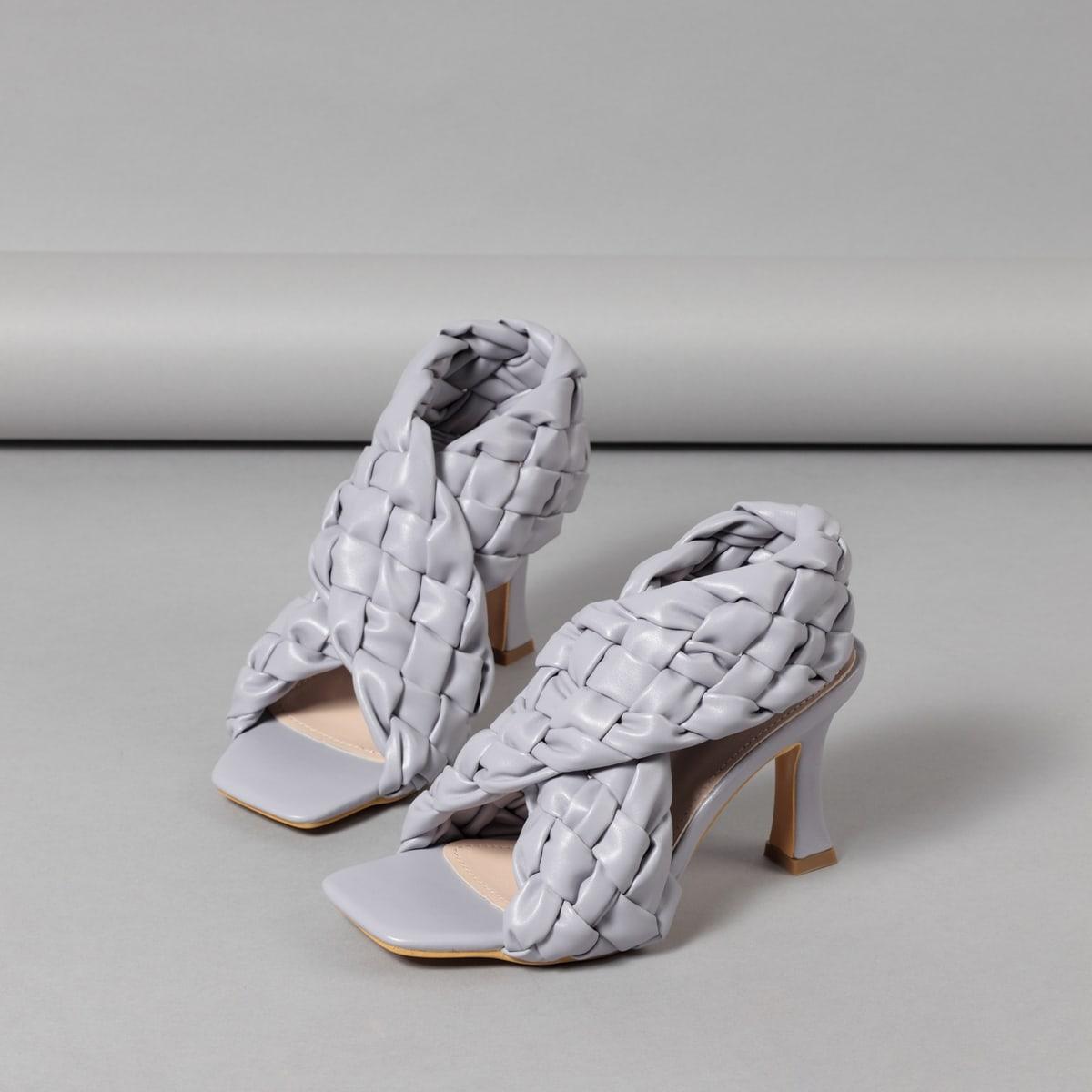 Плетеные сандалии на шпильках