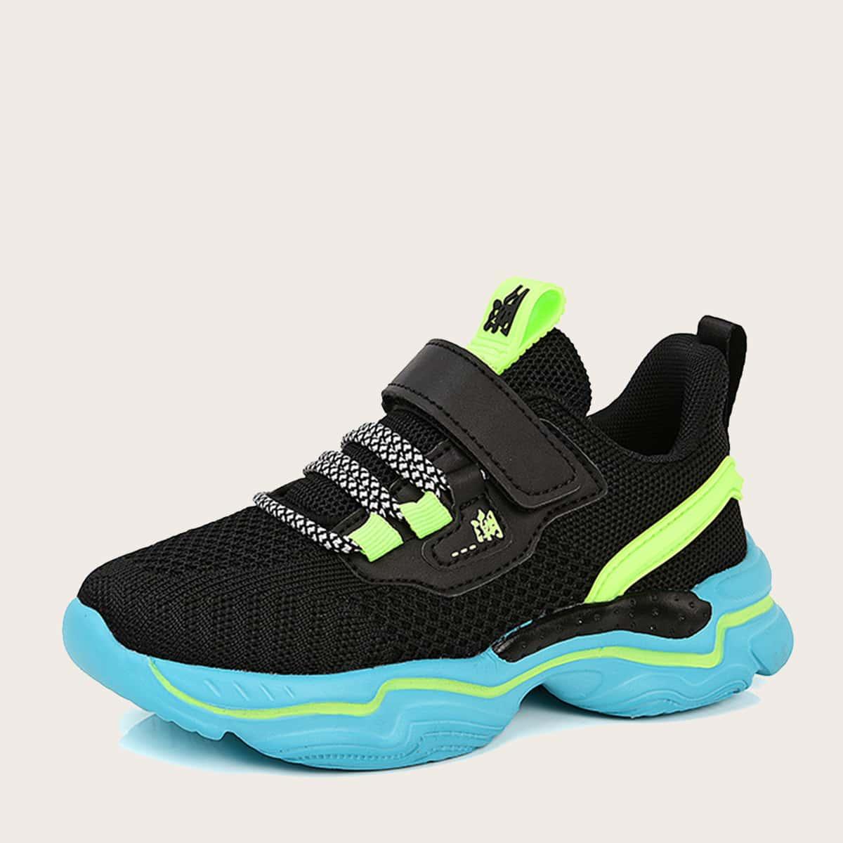 Контрастные вязаные кроссовки для мальчиков от SHEIN