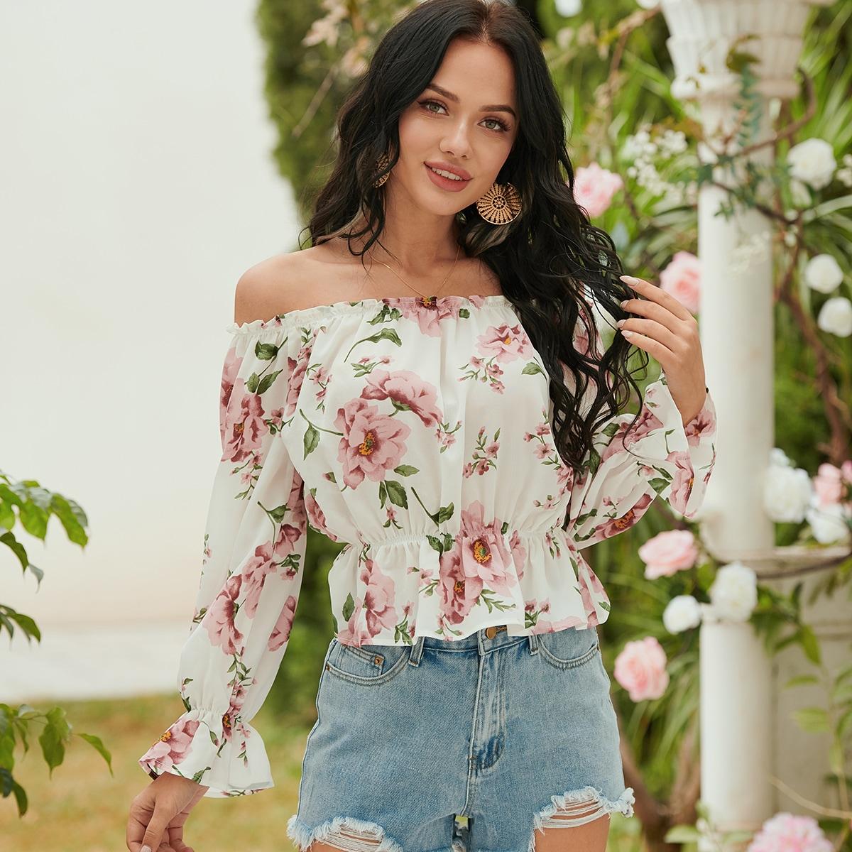 Блузка с цветочным принтом и открытыми плечами