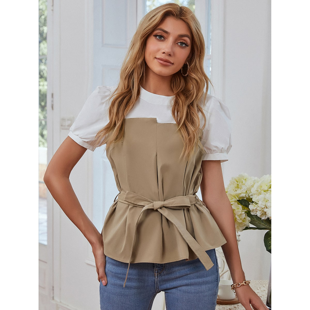 SHEIN / Keyhole Back Colorblock Belted Top