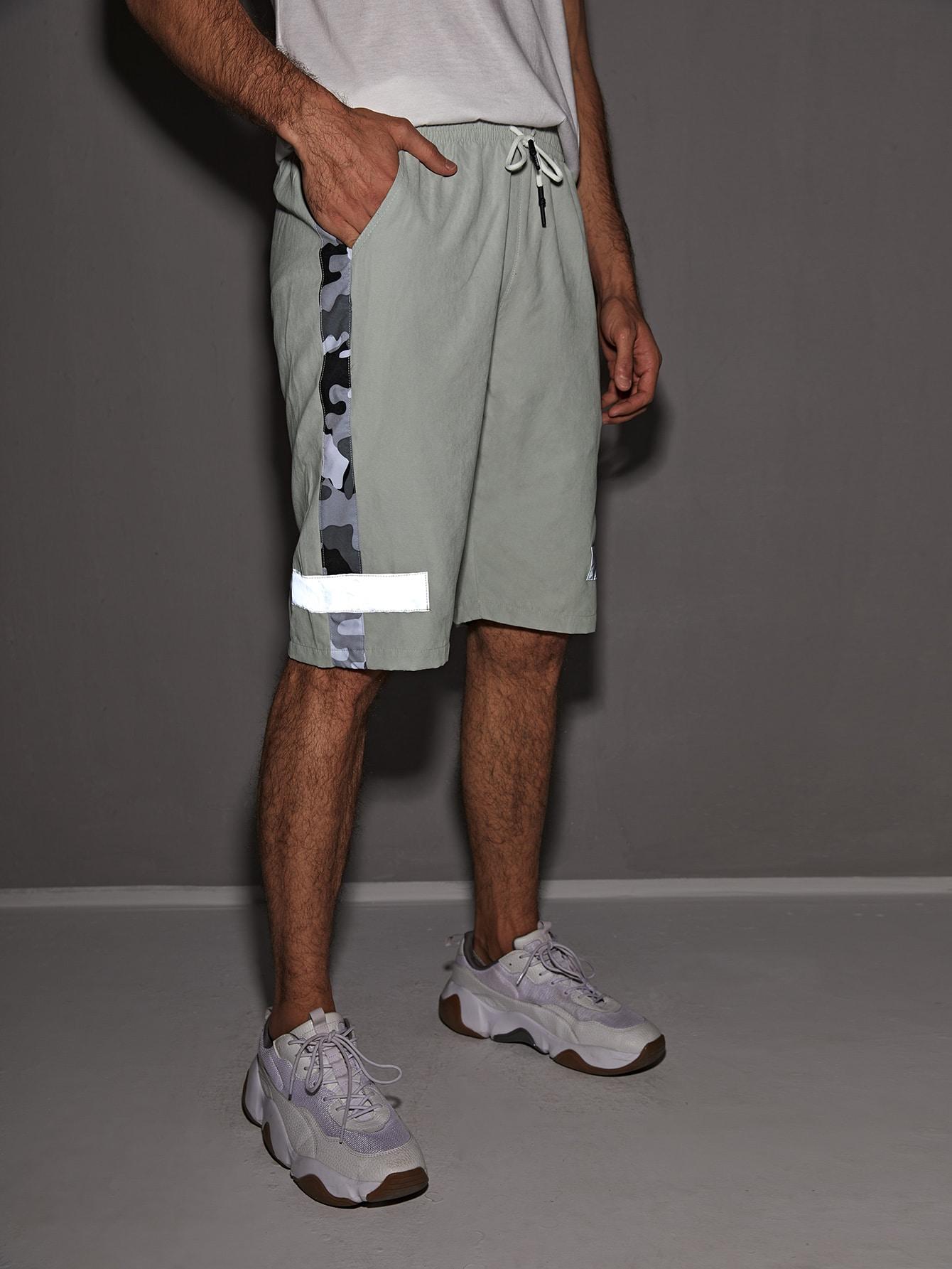 men reflective tape camo panel drawstring waist shorts