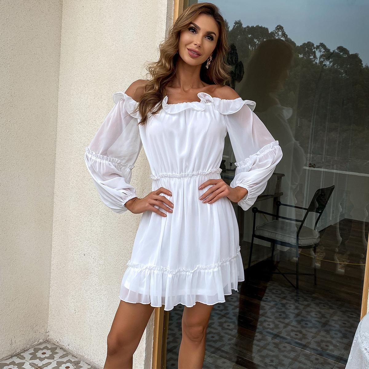 Платье с рукавами фонариками и открытыми плечами