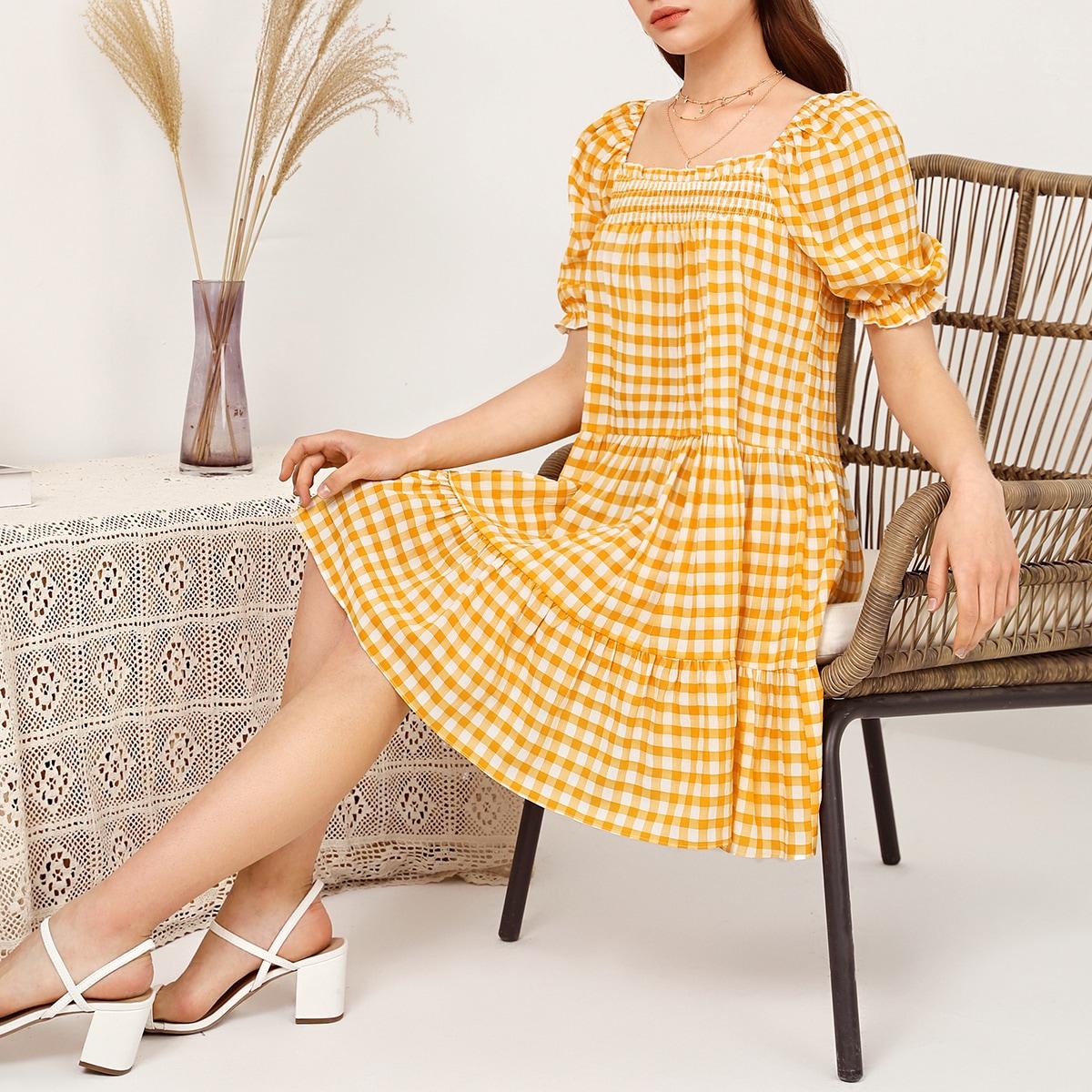 Платье в клетку с пышным рукавом