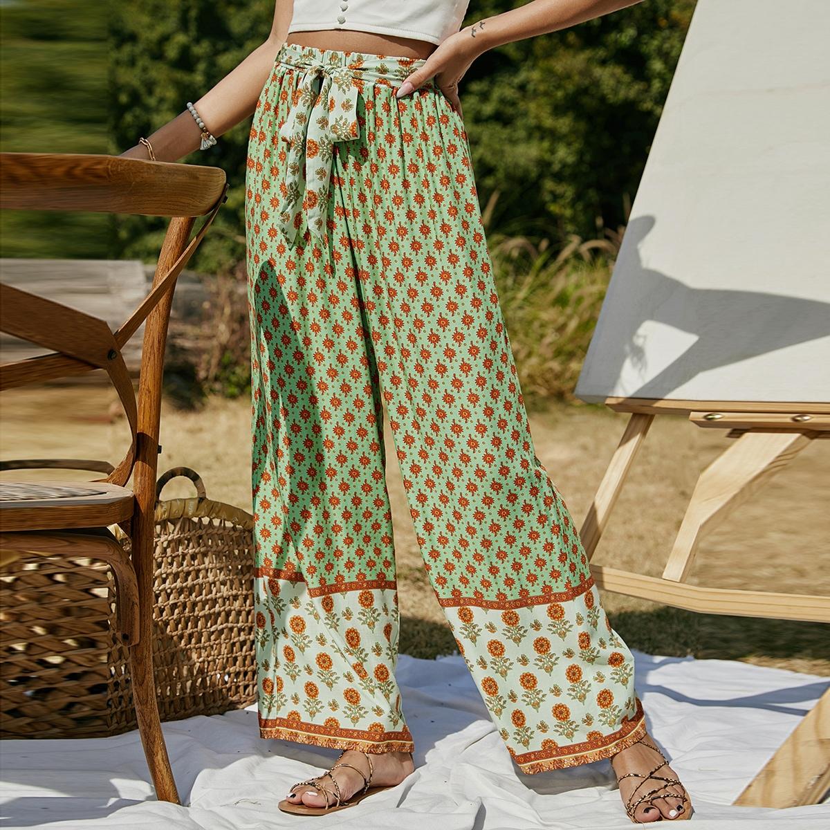 Широкие брюки с цветочным принтом и поясом