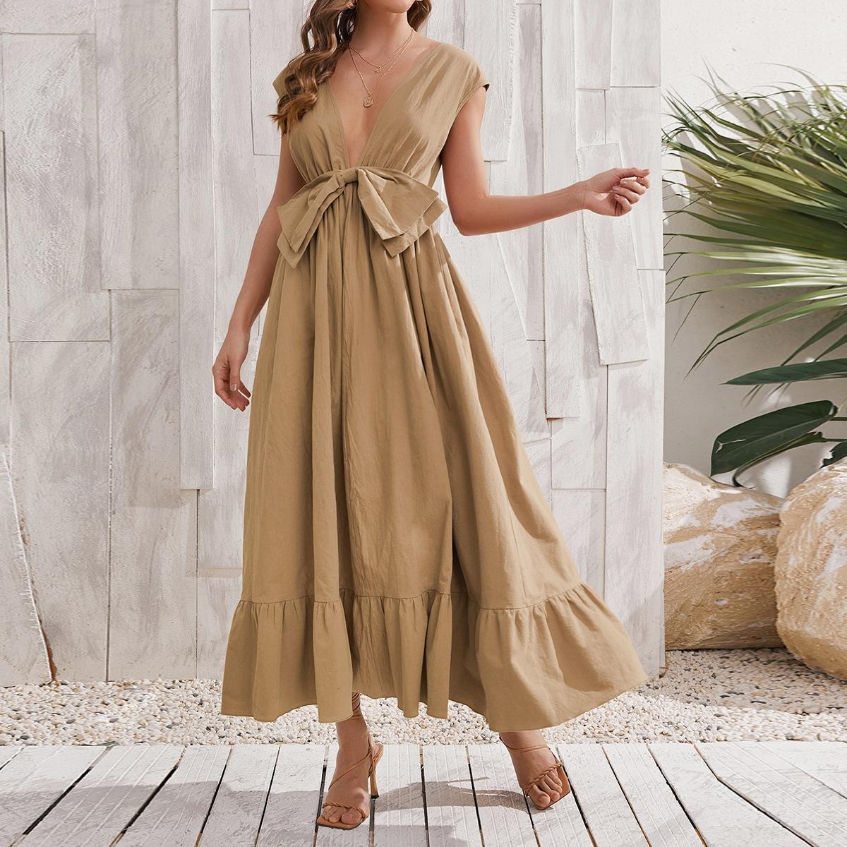 Платье с открытой спиной, бантом и глубоким воротником