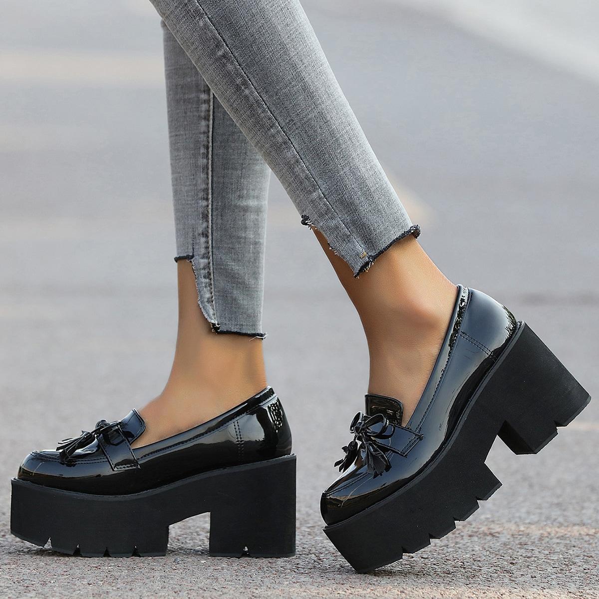 Туфли с бантом и бахромой