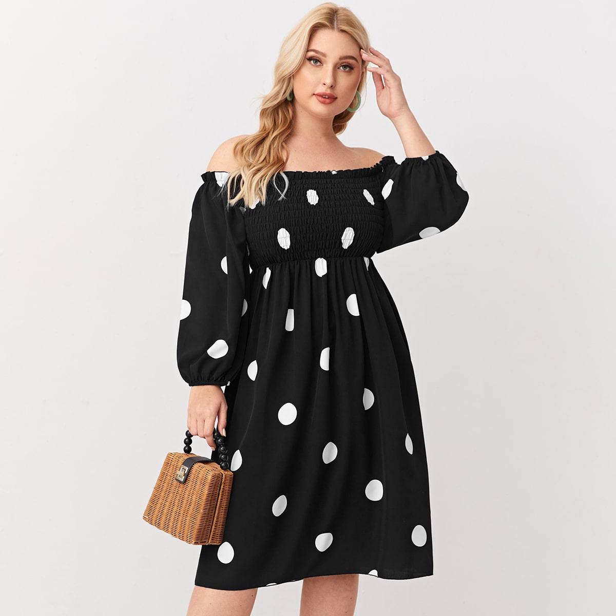 Платье размера плюс с открытыми плечами в горошек
