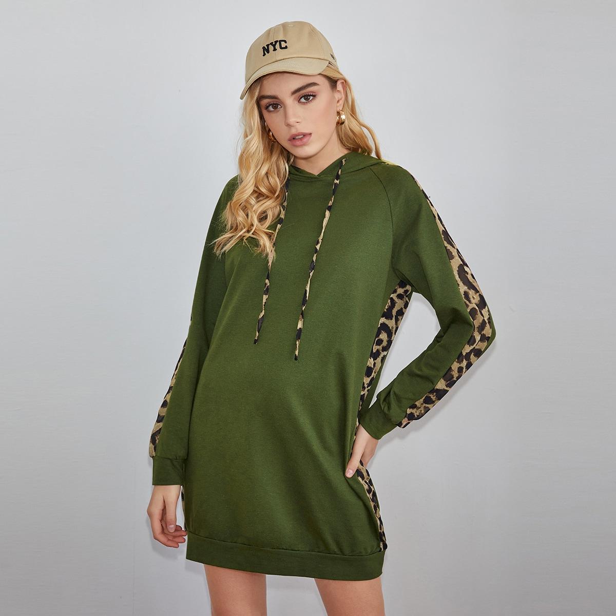 Платье-свитшот с леопардовым принтом и капюшоном