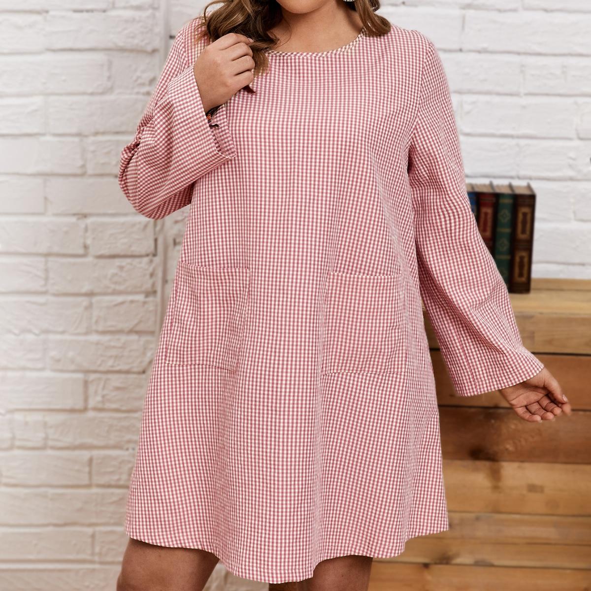 Платье в клетку с двумя карманами размера плюс