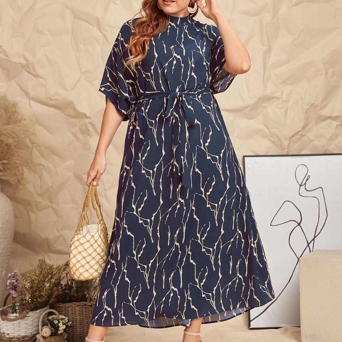 Платье размера плюс с принтом и поясом
