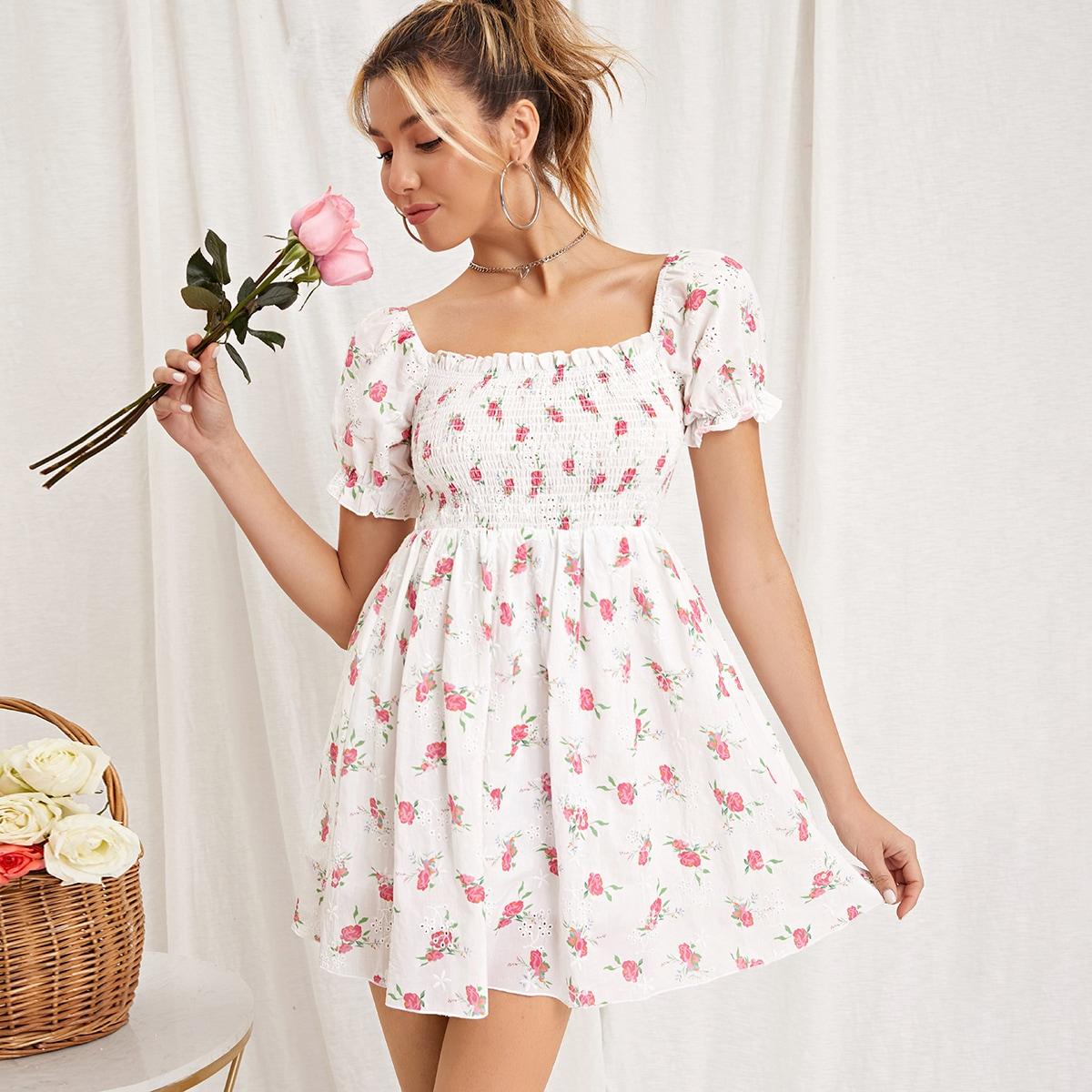 Платье с цветочным принтом и пышным рукавом