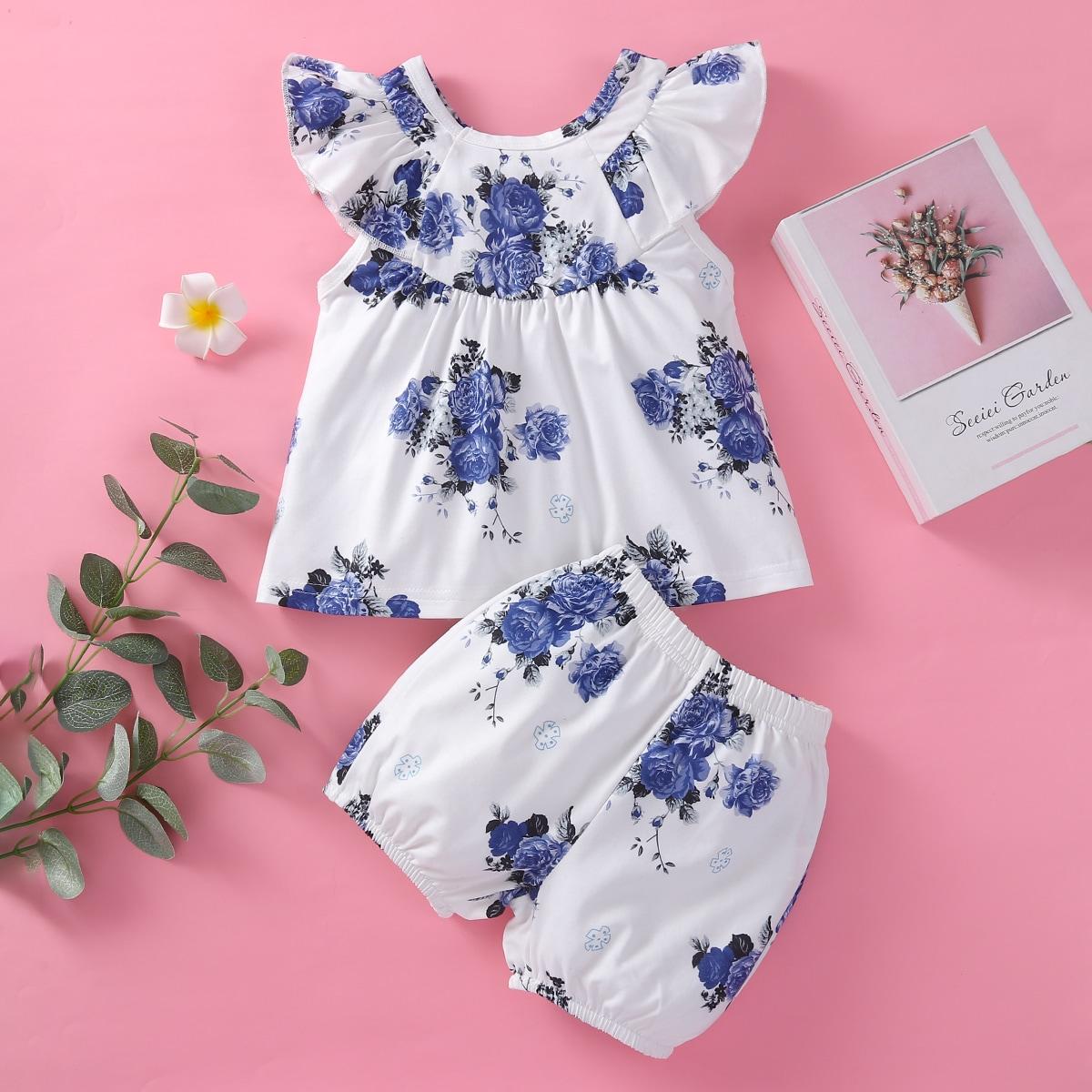 Top mit Blumen Muster und Shorts