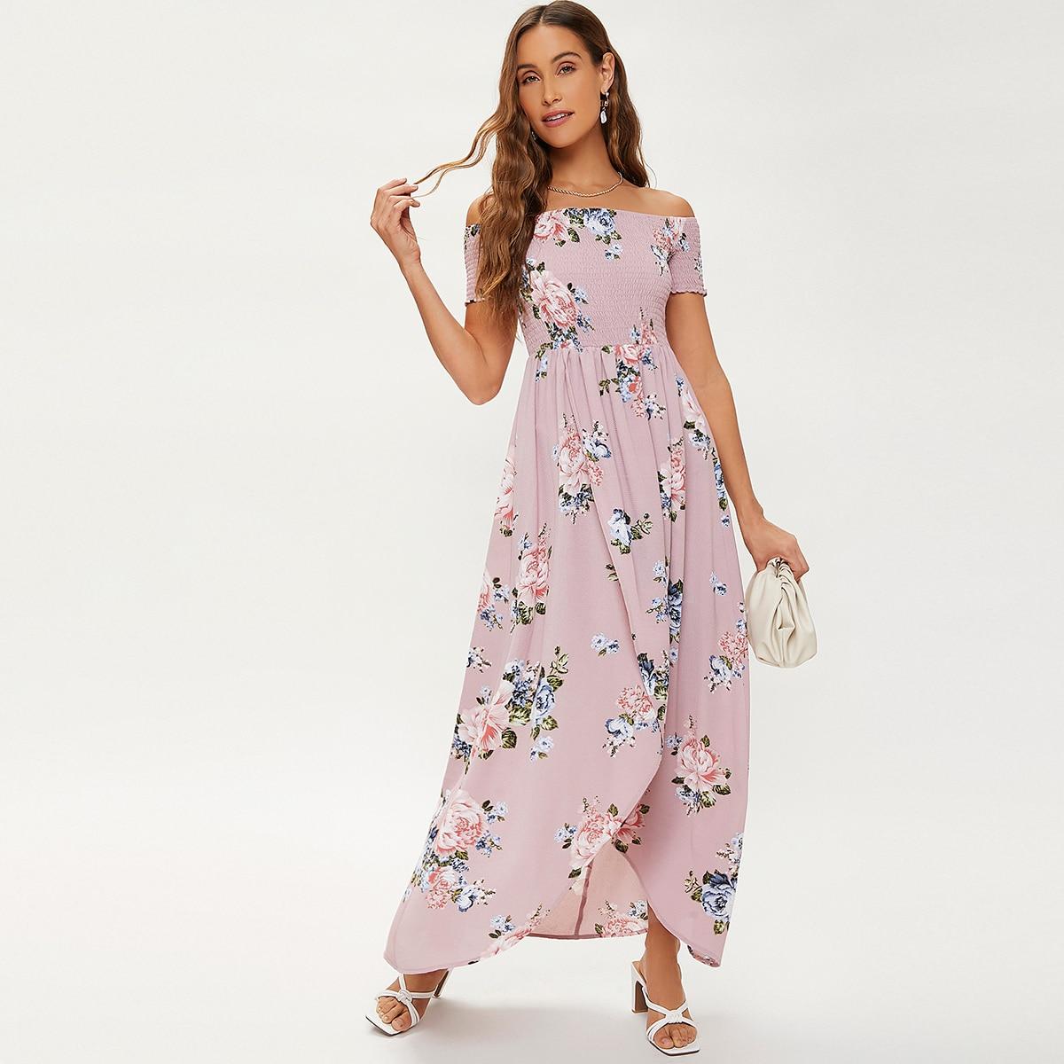Асимметричное платье с цветочным принтом и открытыми плечами
