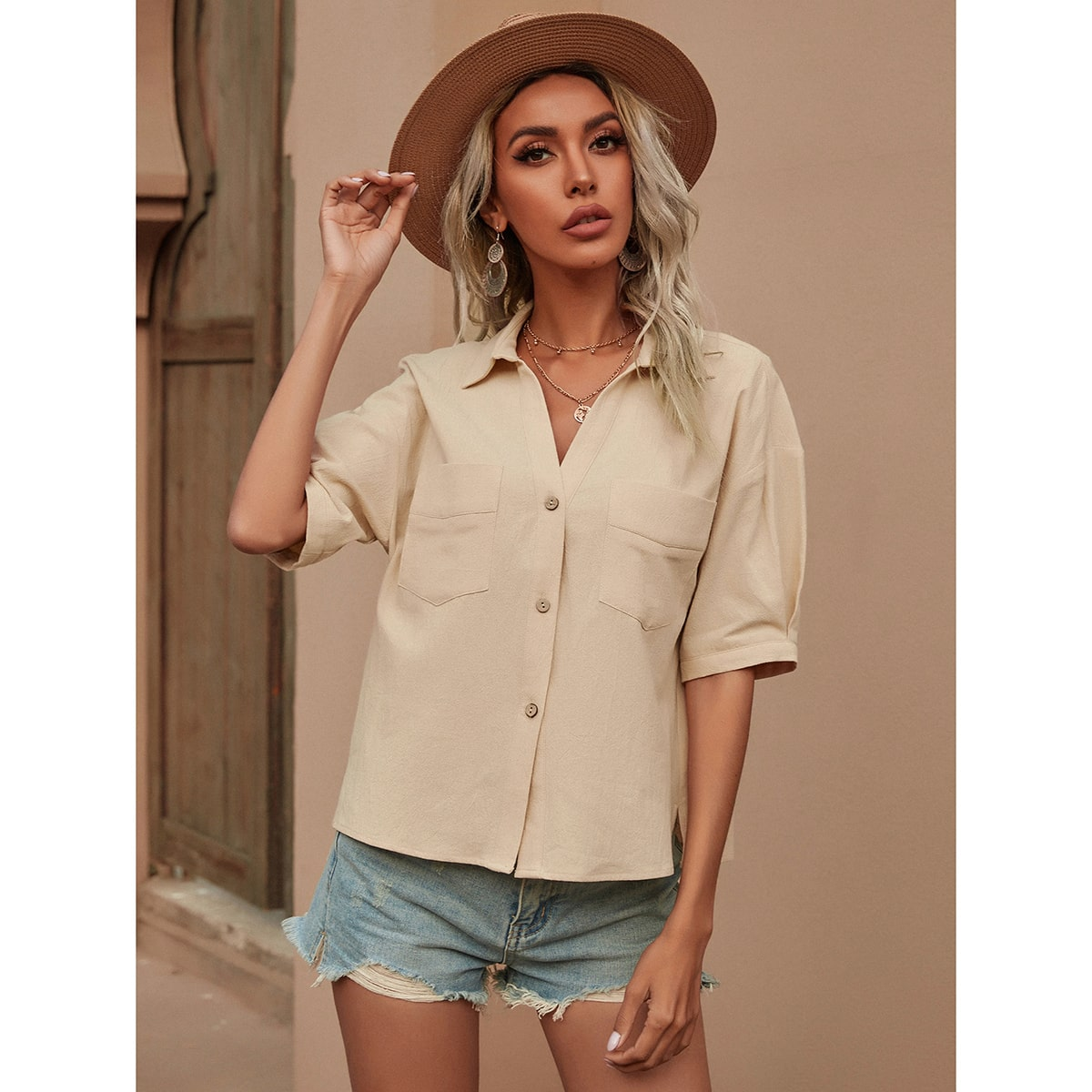 Блузка на пуговицах с карманом