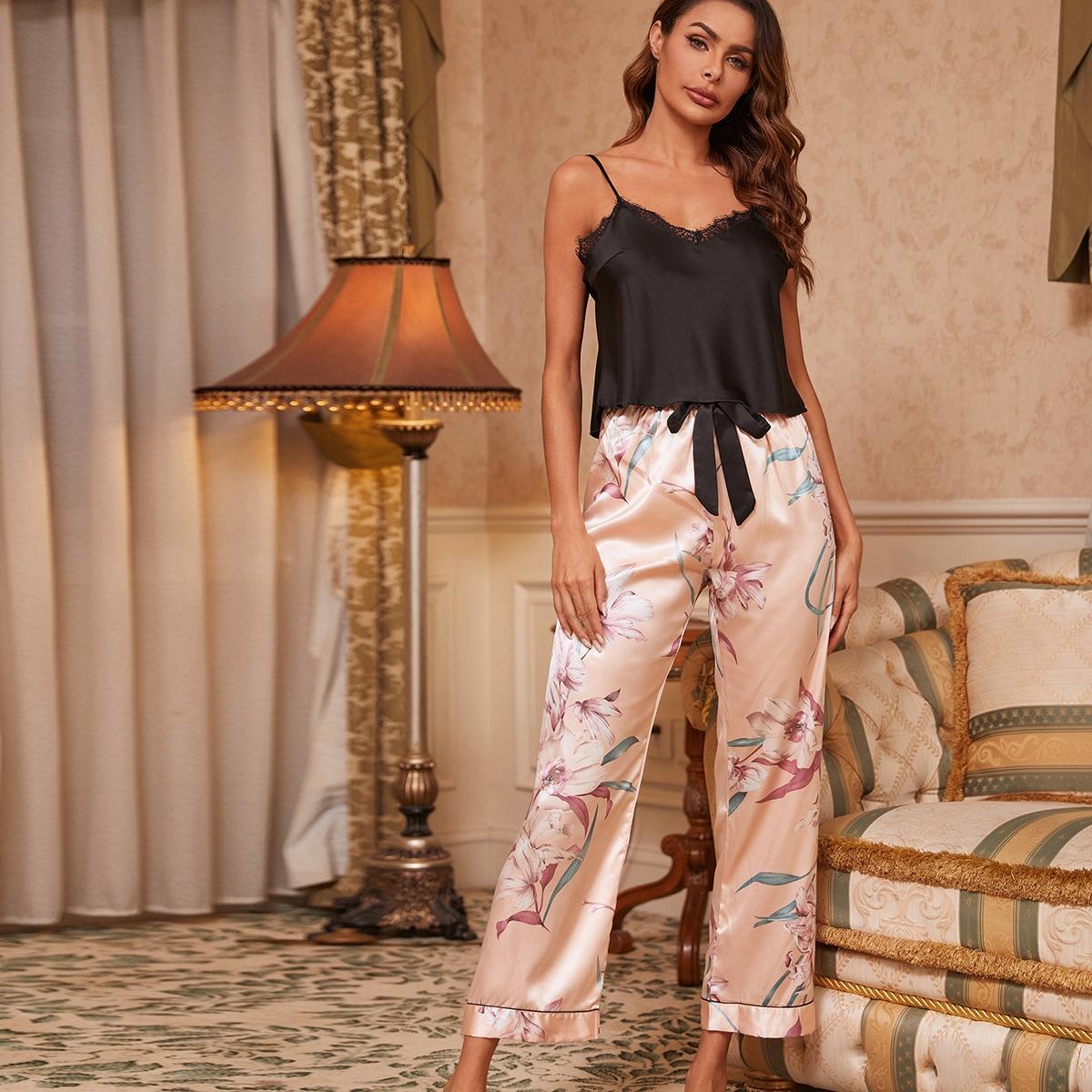 Conjunto de dormir top de tirantes con encaje en contraste con pantalones florales