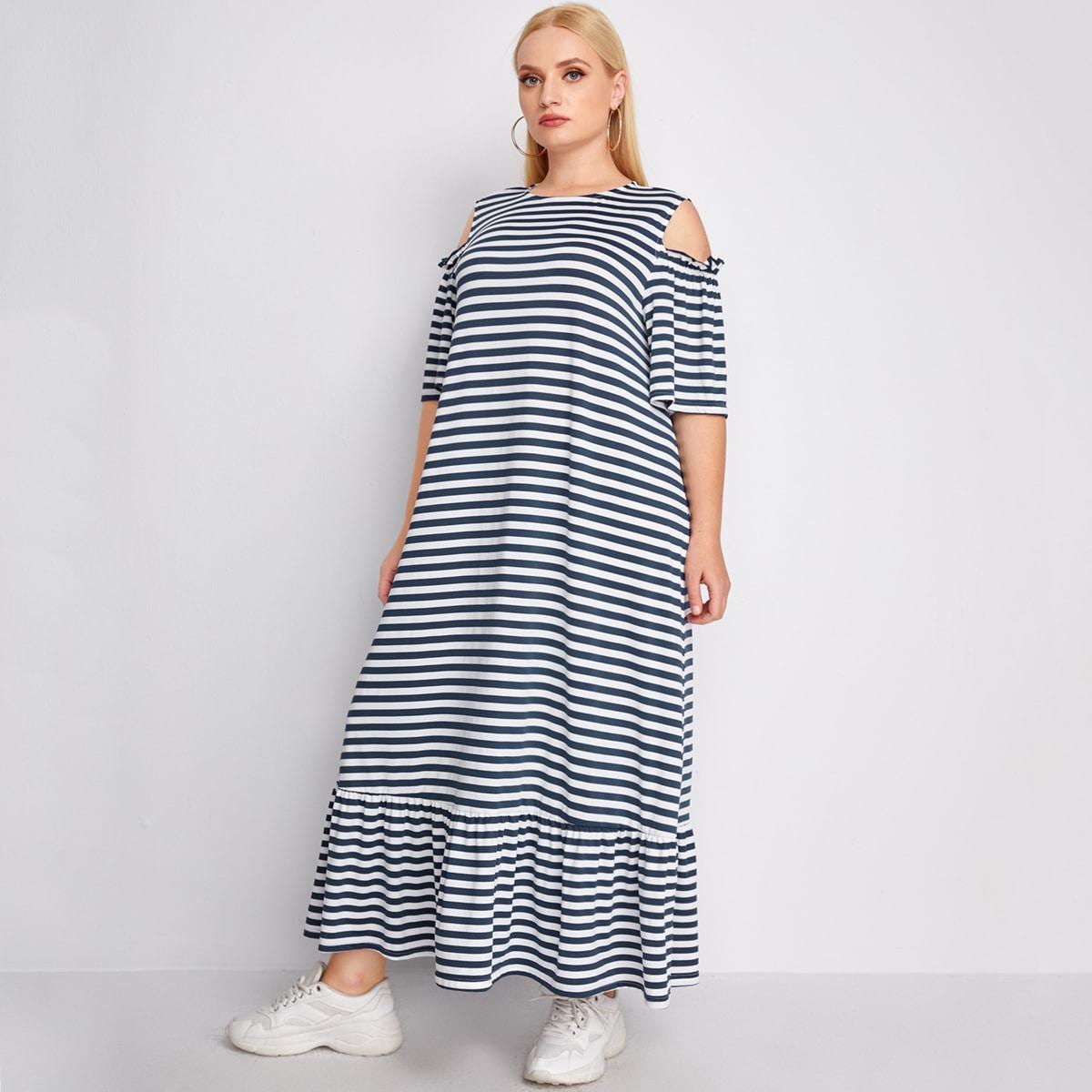 Платье в полоску с открытыми плечами размера плюс