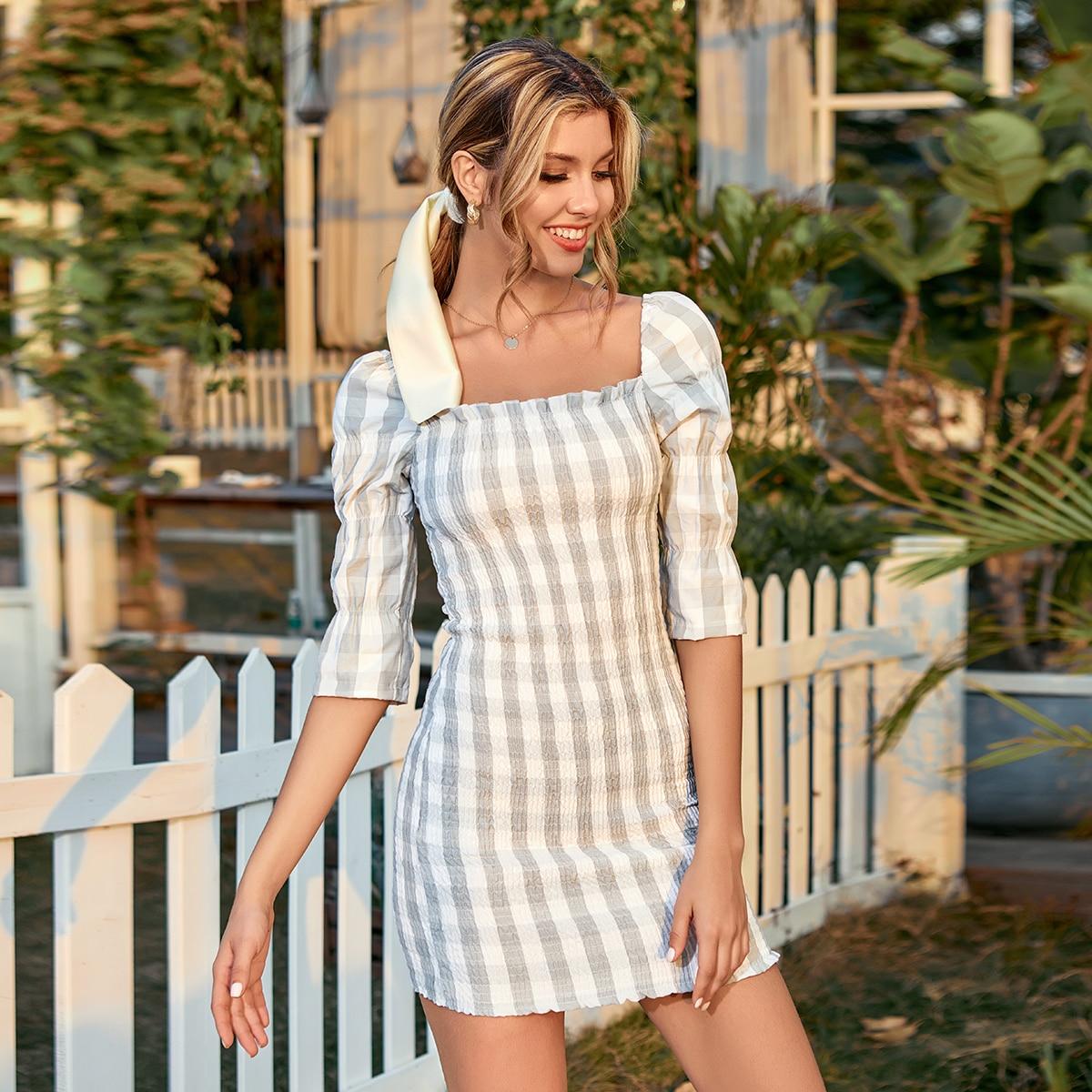 Облегающее платье с пышным рукавом в клетку