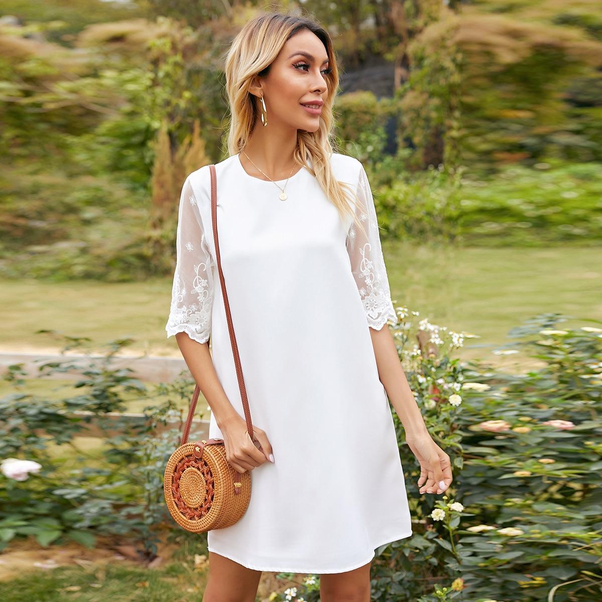 Сетчатое платье с вышивкой