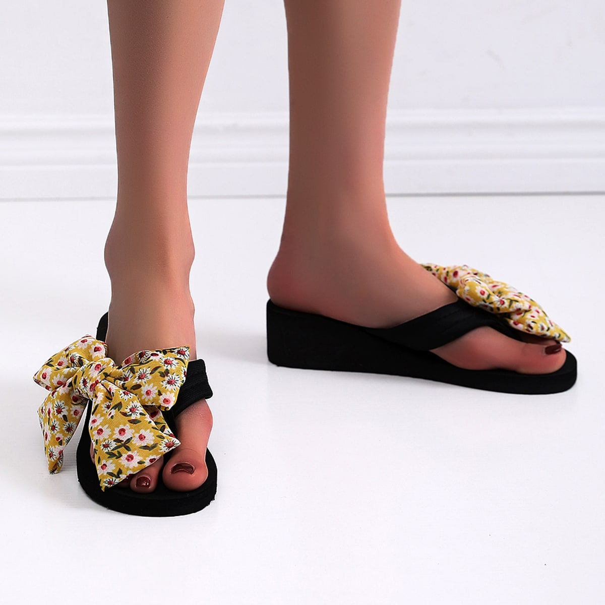 SHEIN Pantoffels versierd met bloemenbogen