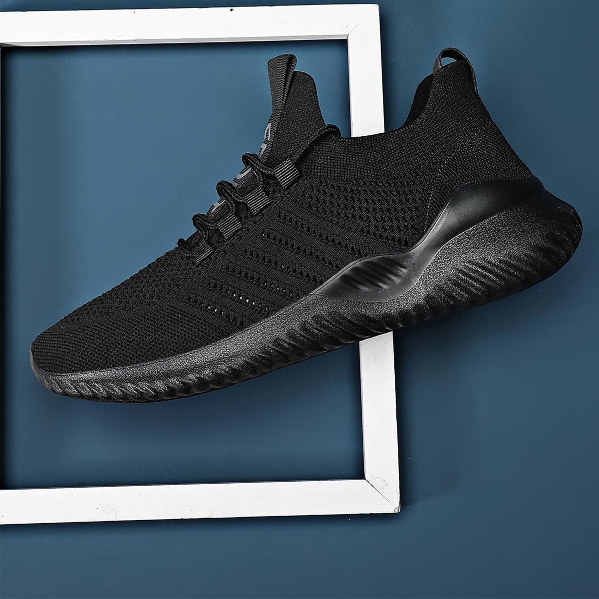 на шнурках буква Мужские кроссовки