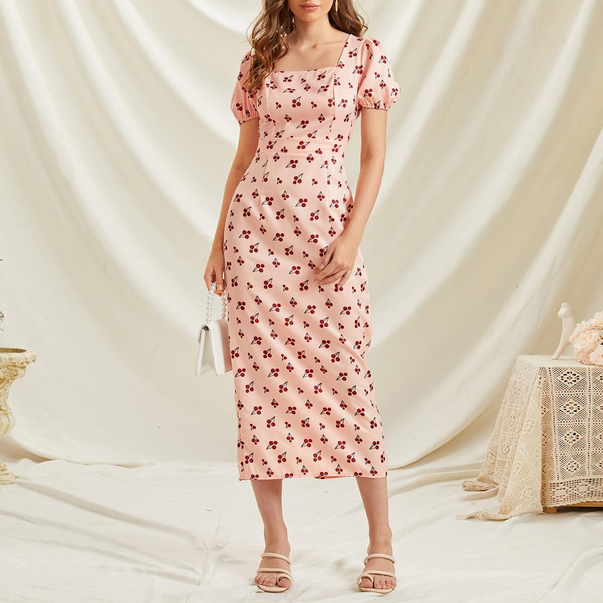 Платье с принтом вишни и пышным рукавом по цене 1 130