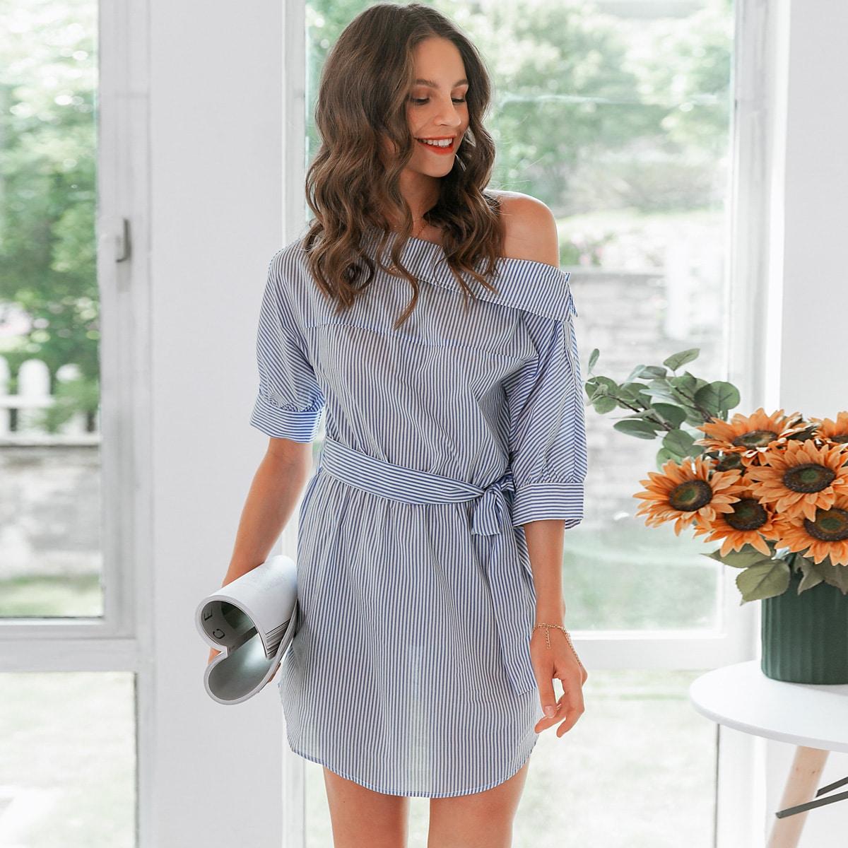 Асимметричное платье в полоску с поясом