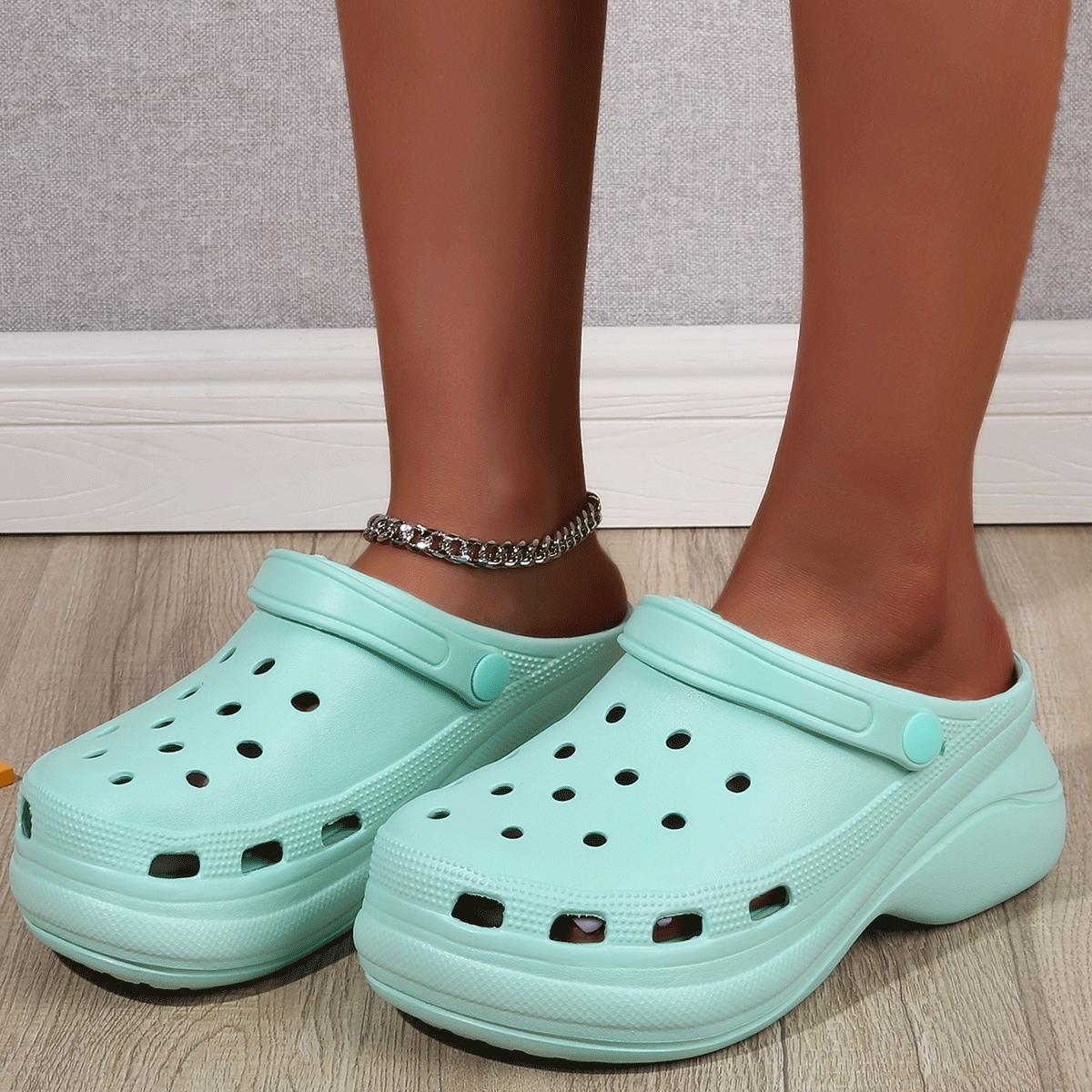 Минималистичные массивные сандалии