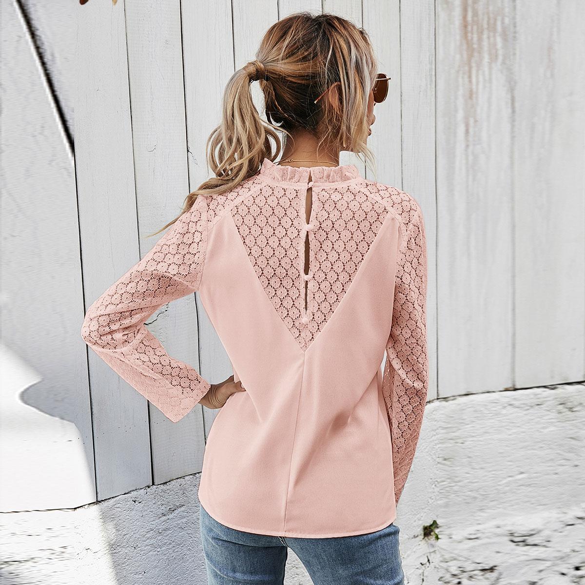 Контрастная кружевная блузка